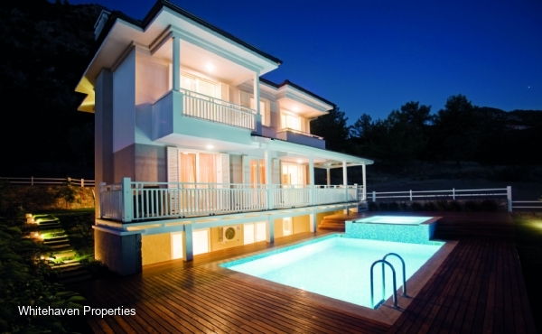 Private villa for sale in Gocek with swimming pool and garden